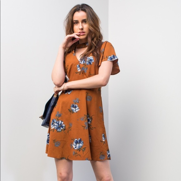 Dresses & Skirts - ! Front cut out floral fall dress🌸